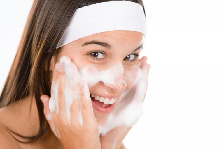 Giữ gìn vệ sinh da mặt giúp giảm thâm mụn hiệu quả