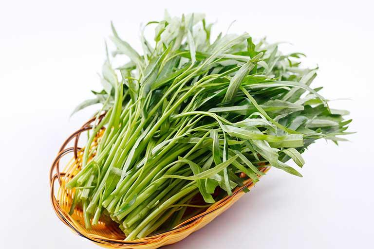 Hạn chế ăn rau muống vì có thể gây sẹo lồi