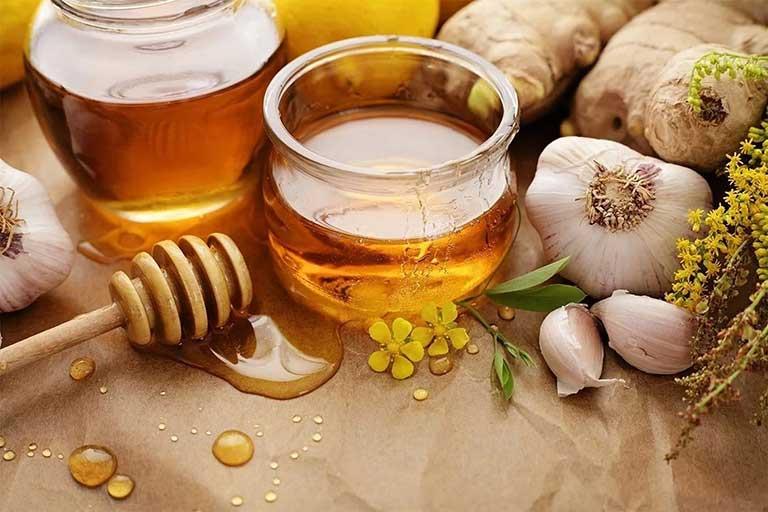 Tỏi và mật ong vừa trị mụn thịt, vừa dưỡng da