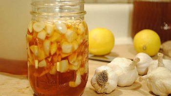 Cách trị mụn thịt bằng tỏi và mật ong mang lại hiệu quả siêu tốc