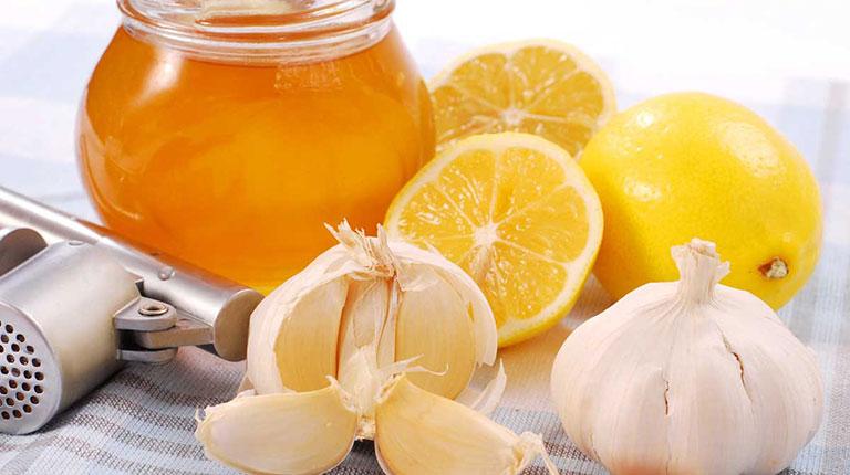 Tỏi, mật ong và chanh trị mụn thịt, làm sáng da