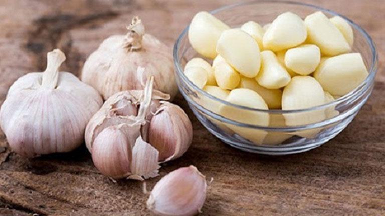 Tỏi có chứa kháng sinh tự nhiên giúp kháng viêm, kháng khuẩn