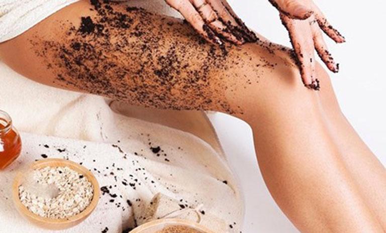 Sử dụng bã cà phê, bột cám gạo nhưng cô gái trẻ không nhận thấy được hiệu quả như mong muốn