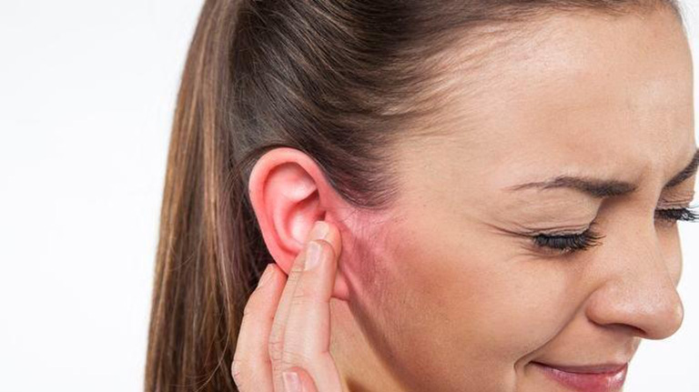 Những điều cần biết về tình trạng mọc mụn ở tai