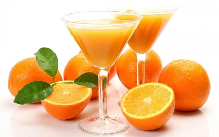 Nước cam ép giúp làm sáng và cải thiện làn da