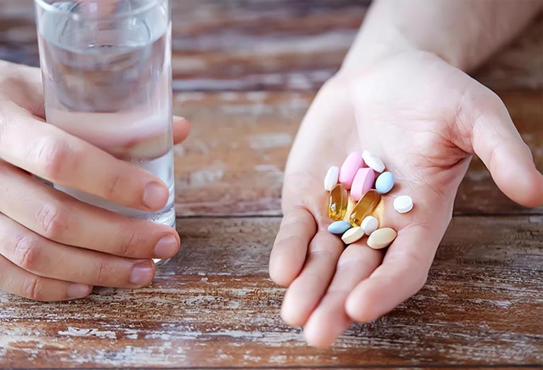 Thuốc uống dùng toàn thân trị mụn