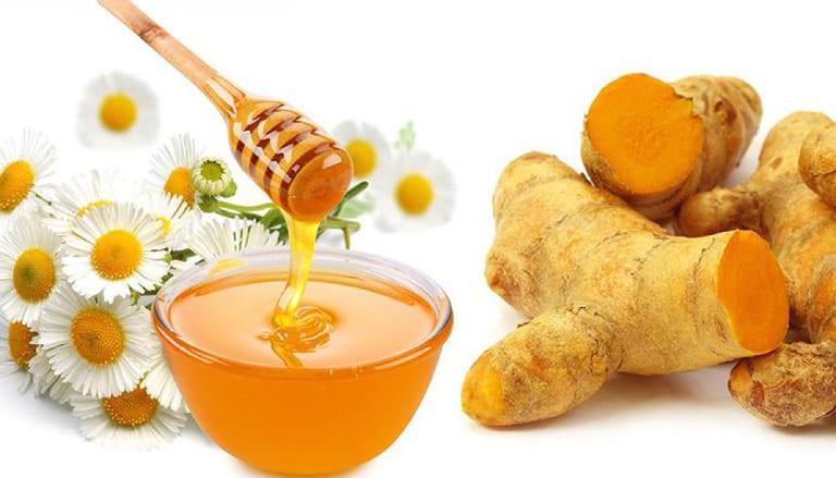 Công thức kết hợp mật ong với nghệ để trị mụn
