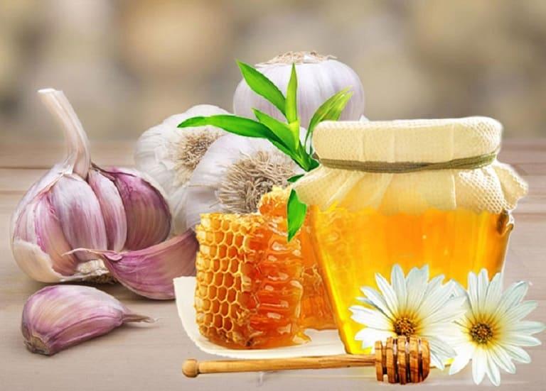 Công thức trị mụn bằng mật ong và tỏi tươi