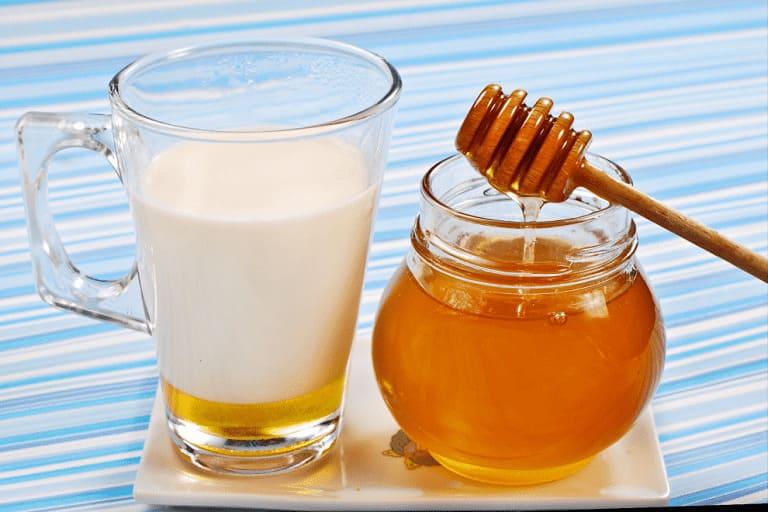 Làm đẹp da với mật ong và sữa tươi