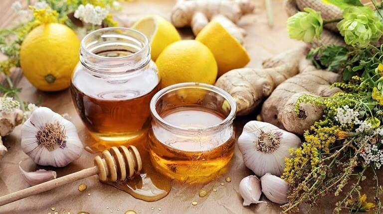 Tỏi, chanh và mật ong có nhiều lợi ích trong điều trị mụn đã được chứng minh