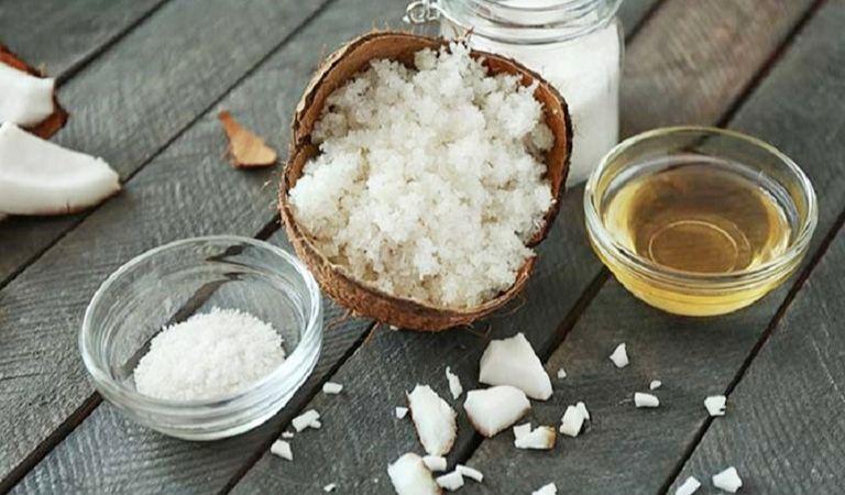 Chữa hắc lào bằng muối kết hợp dầu dừa