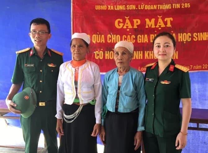 Chị Tạ Thị Vân là một thiếu tá về hưu