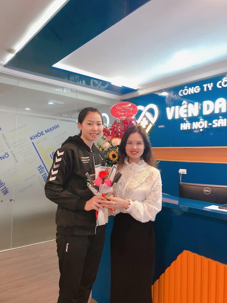 Vận động viên Thanh Huyền hài lòng vì sự tâm tâm và chuyên nghiệp khi điều trị viêm da tại Trung tâm Da liễu Đông y Việt Nam