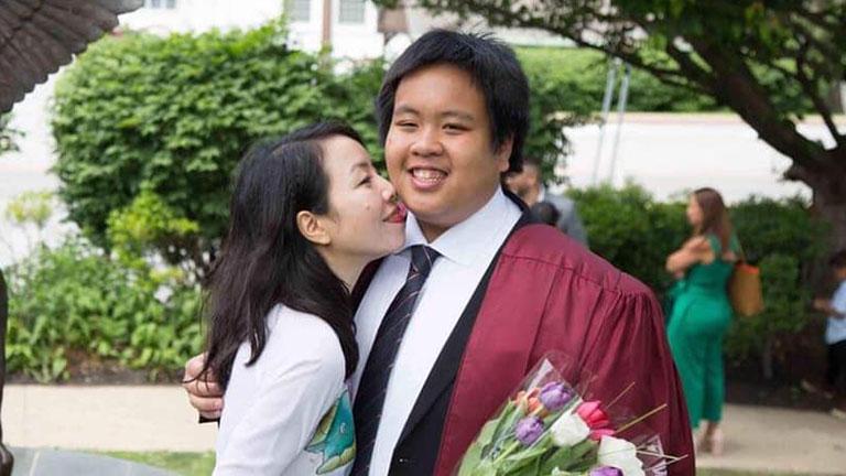 Chị Phan Hồ Điệp – mẹ thần đồng Đỗ Nhật Nam sinh năm 1975, hiện đang là giảng viên Khoa Giáo dục đặc biệt, trường Đại học Sư phạm Hà Nội
