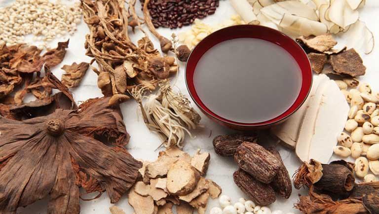Các bài thuốc Đông y được đánh giá cao về tính an toàn và hiệu quả lâu dài trong điều trị viêm da