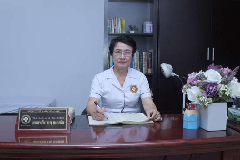 Bác sĩ Nguyễn Thị Nhuần tư vấn liệu trình trị rụng tóc tại nhà